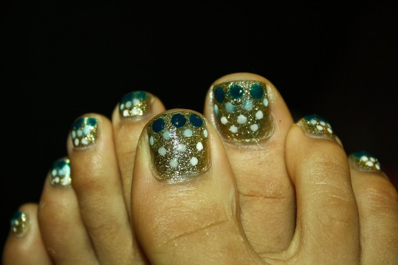 Dots and Glitter Toe Nails